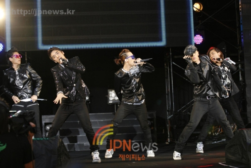 20090709_bigbang8000performance1